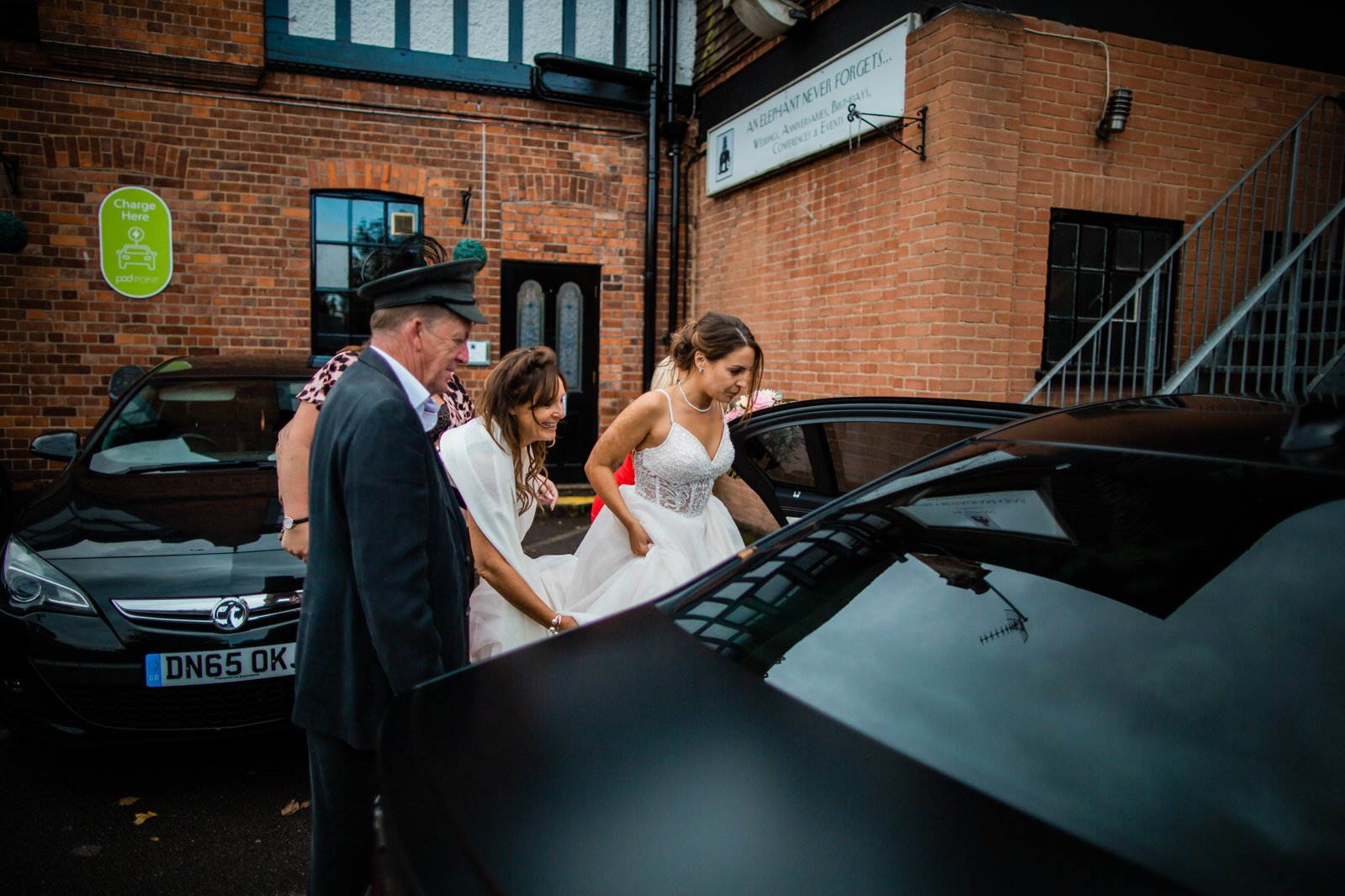 The Elephant Pangbourne Wedding - Stunning Kayleigh & Shane 29
